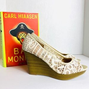 American Eagle Cream Lace Open Toe Wedges Size 7.5